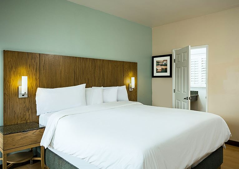 Accessible Rooms at PB Surf Beachside Inn, California